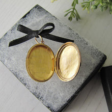 Load image into Gallery viewer, Victorian 9ct Gold Engraved Oval Locket
