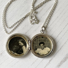 Load image into Gallery viewer, Vintage Engraved Silver Fan Locket