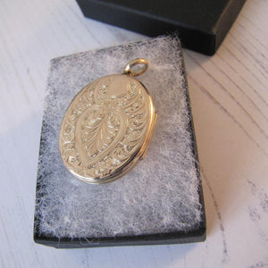 Large Victorian 9ct Gold Engraved Oval Locket