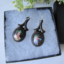 Laden Sie das Bild in den Galerie-Viewer, Victorian Vagabond Vulcanite Earrings