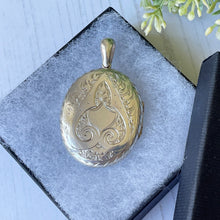Load image into Gallery viewer, Victorian Aesthetic Engraved Silver Locket