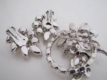 Laden Sie das Bild in den Galerie-Viewer, 1950's Eisenberg Crystal Brooch & Earring Set - MercyMadge