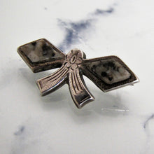 Carica l'immagine nel visualizzatore di Gallery, Victorian Scottish Silver & Granite Bow Brooch/Cravat Pin - MercyMadge