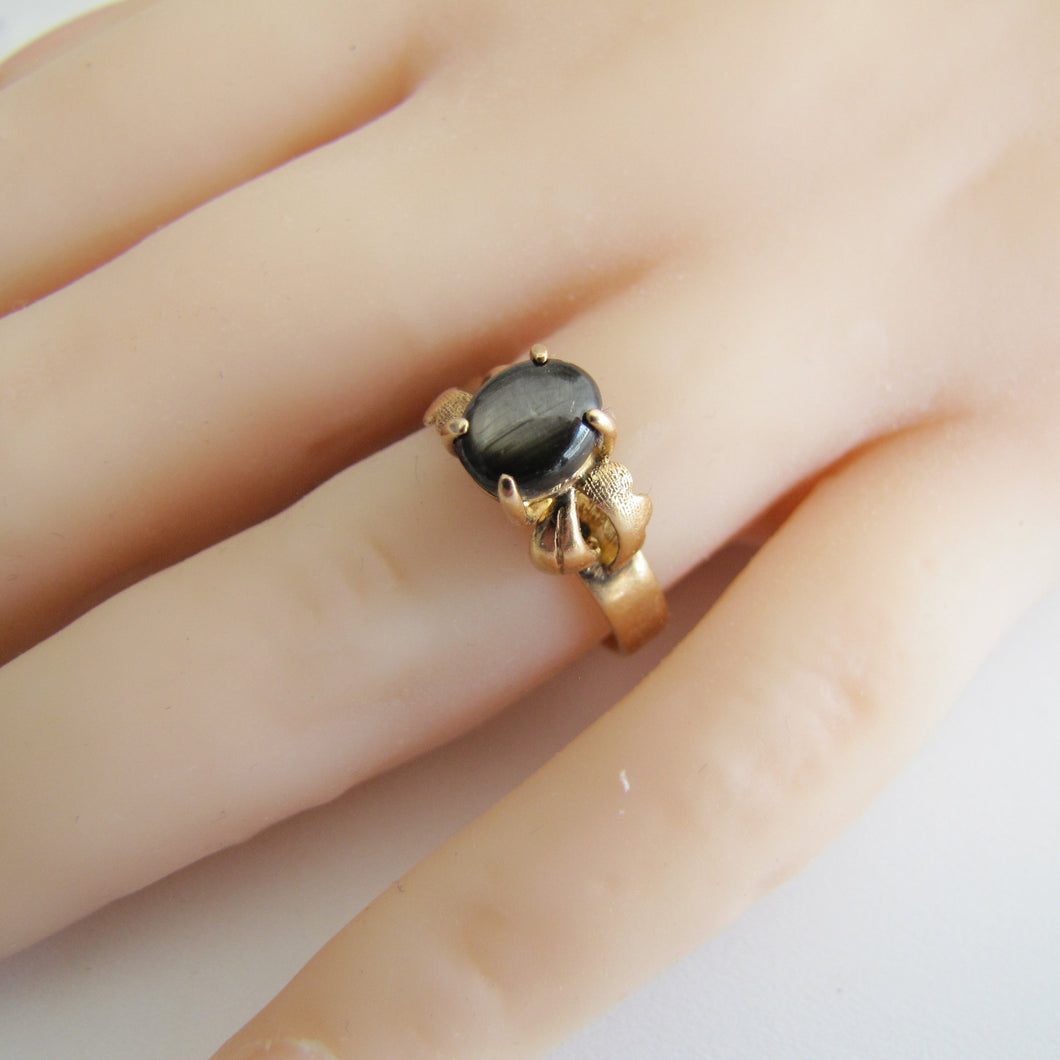 1940's Retro 14ct Gold Black Star Sapphire Ring. - MercyMadge