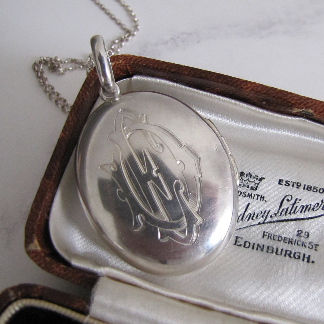 Victorian Large Oval Sterling Silver Locket. - MercyMadge