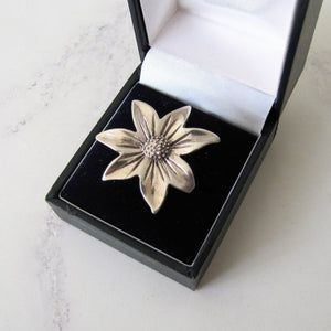 Vintage Sterling Silver Daisy Flower Ring. - Mercy Madge