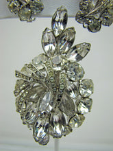 Load image into Gallery viewer, 1950s Weiss Clear Crystal Rhinestone Brooch Earring Set. - MercyMadge