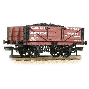 Bachmann 37-073 5 Plank Wagon Wooden Floor 'Carlisle Co-Op' Brown with load