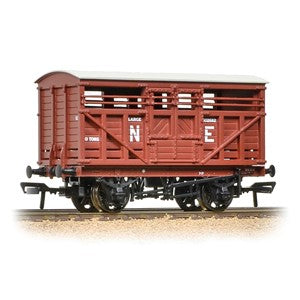Bachmann 37-706a 12T LMS Cattle Wagon LNER Bauxite