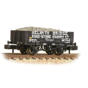 Graham Farish 377-032 5 Plank Wagon Steel Floor 'Helwith Bridge Road Stone' with load