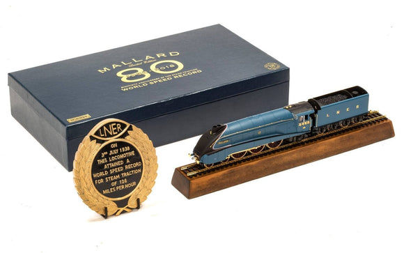 Hornby R3612 LNER A4 Class 4-6-2 4468 Mallard - Limited Edition Anniversary Pack