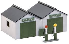 Wills SS12 Station Garage With Pumps OO Scale Plastic Kit