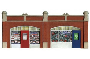 Wills SS18 Station Forecourt Shop Fronts OO Scale Plastic Kit
