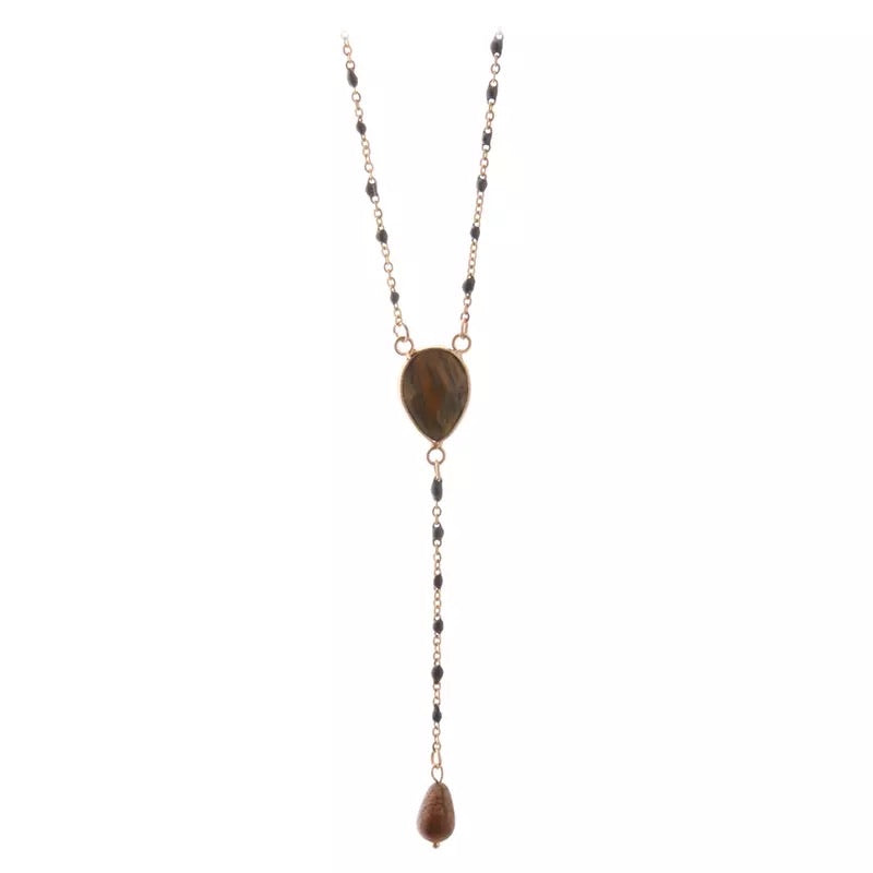 Collier long doré et perles
