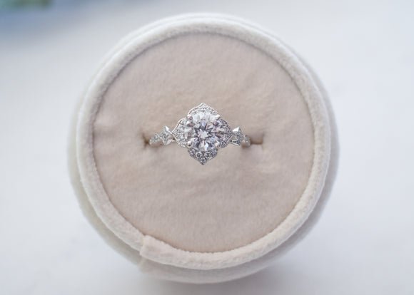 14k Vintage Floral Round Halo Engagement Ring