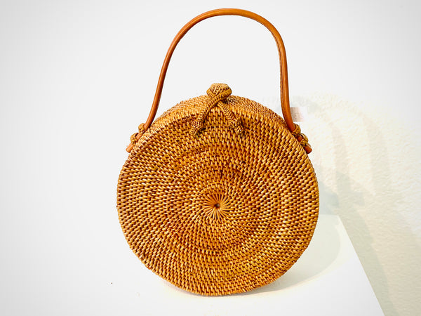 This perfectly moon shaped woven purse has a leather handle and a criss-cross closure with a beautiful tangerine and aquamarine lining.