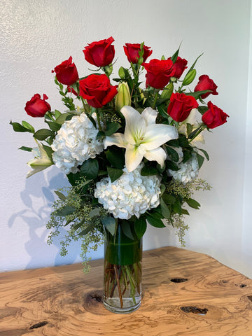 romantic valentine's day flower arrangement