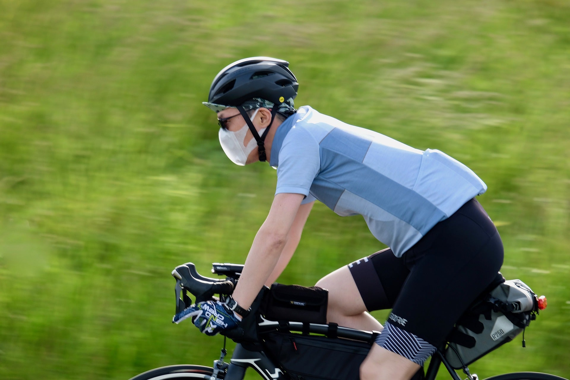 Your Complete Guide to Bike Riding With a Face Mask