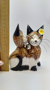 Lovers kiss cats wooden figurine