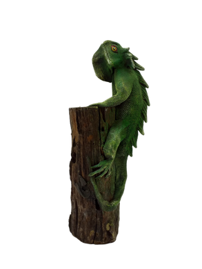 Wooden figurine of lizard