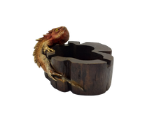 Load image into Gallery viewer, Figurine ashtray wooden lizard