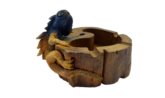 Figurine ashtray wooden lizard