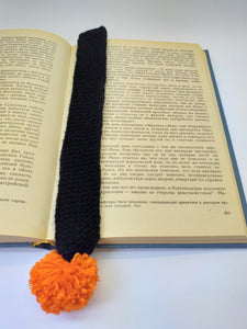 Knitted bookmark for book with pompom