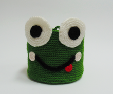 Load image into Gallery viewer, Knitted basket frog