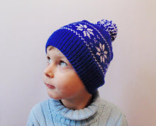 Load image into Gallery viewer, Hat with snowflakes and pompon boy cap is made for a boy of 4-7 years - dachshundknit