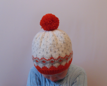Load image into Gallery viewer, Knitted wool baby hat 4-7 years old with pompom