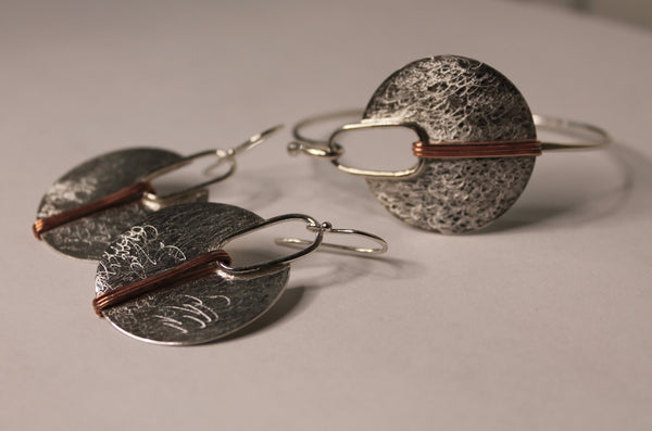Silver circle with copper lines Earrings and bracelet