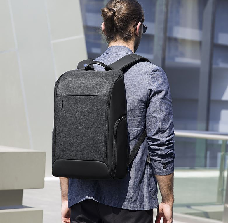 correct carrying of backpack