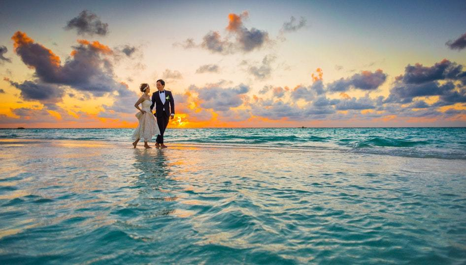 Should You Have a Water Wedding? 7 Points to Consider