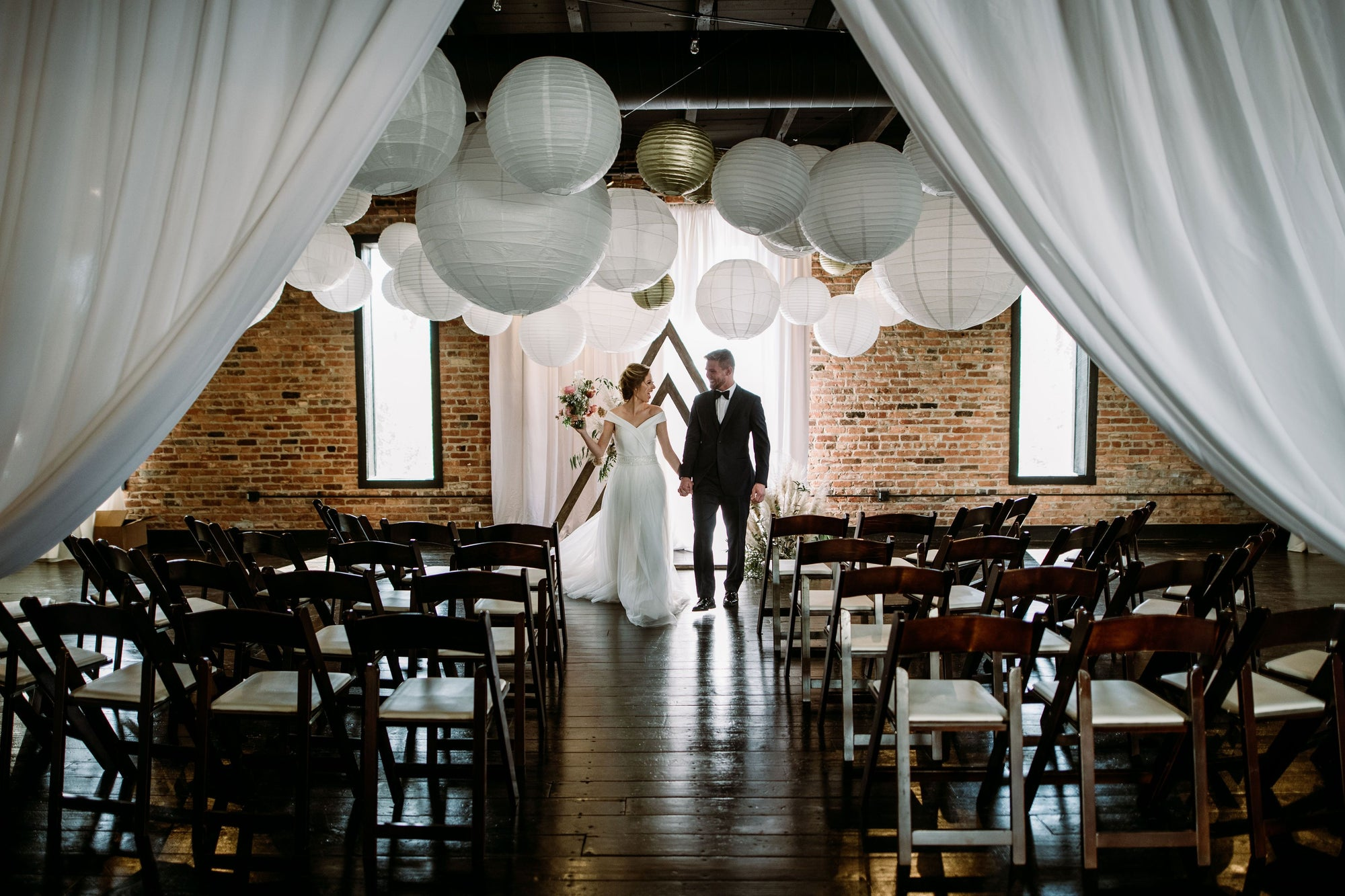 How To Use Paper Lanterns In Your Wedding