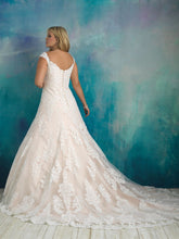 Load image into Gallery viewer, Allure Bridals W416