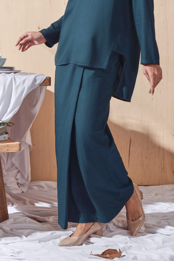 The Balik Women Buttons Folded Skirt - Emerald Green