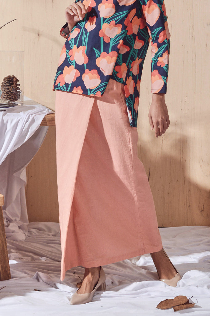 The Balik Women Buttons Folded Skirt - Peach