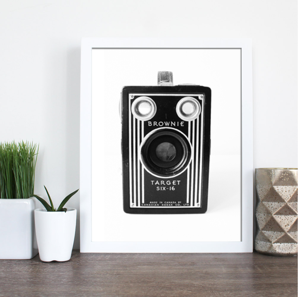 BROWNIE CAMERA FARMHOUSE PRINT (WHSL)
