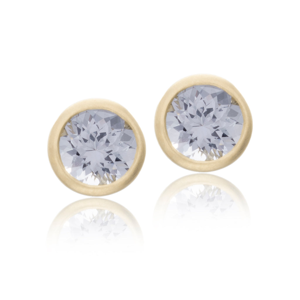 18K Yellow Gold Bezel Set Gray Spinel Stud Earrings