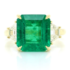18K Yellow Gold Three-Stone Emerald and Diamond Ring