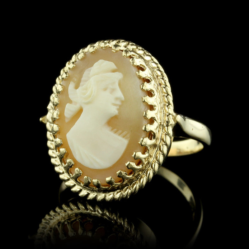 14K Yellow Gold Carved Camoe Ring
