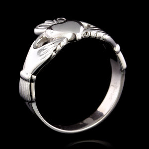 14K White Gold Estate Claddagh Ring