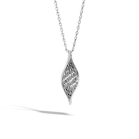 Classic Chain Wave Silver Pendant Twist Link Chain Necklace