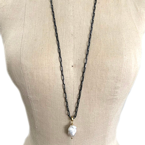 FRANKIE BAROQUE PEARL NECKLACE