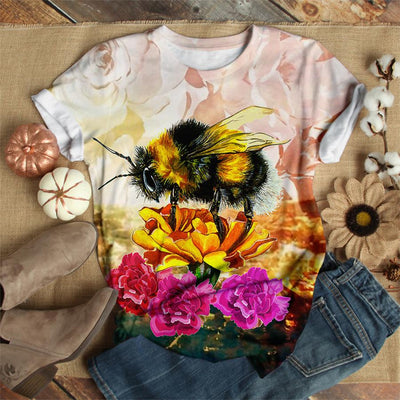 FLUFFY BUMBLE BEE ON A ORANGE FLOWER BEE T-SHIRT