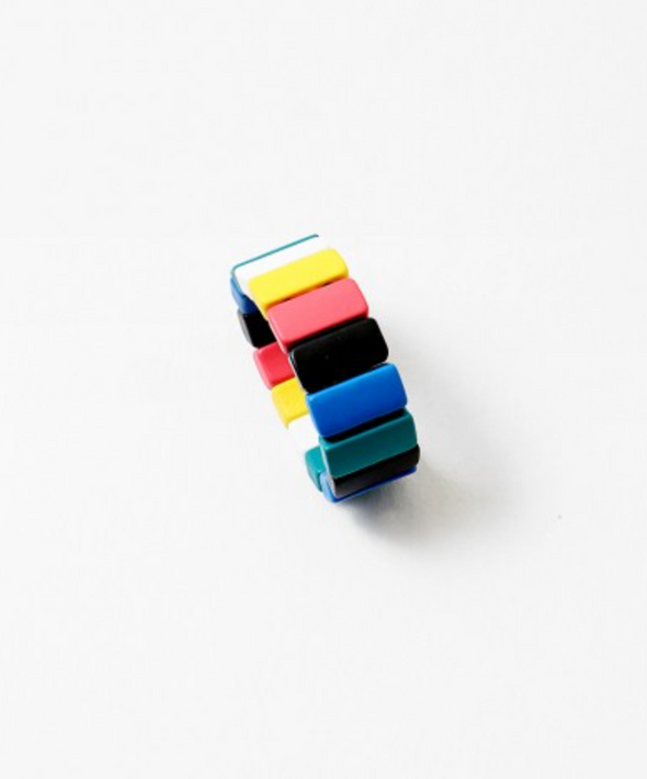 Elastic Multi Colored Rings