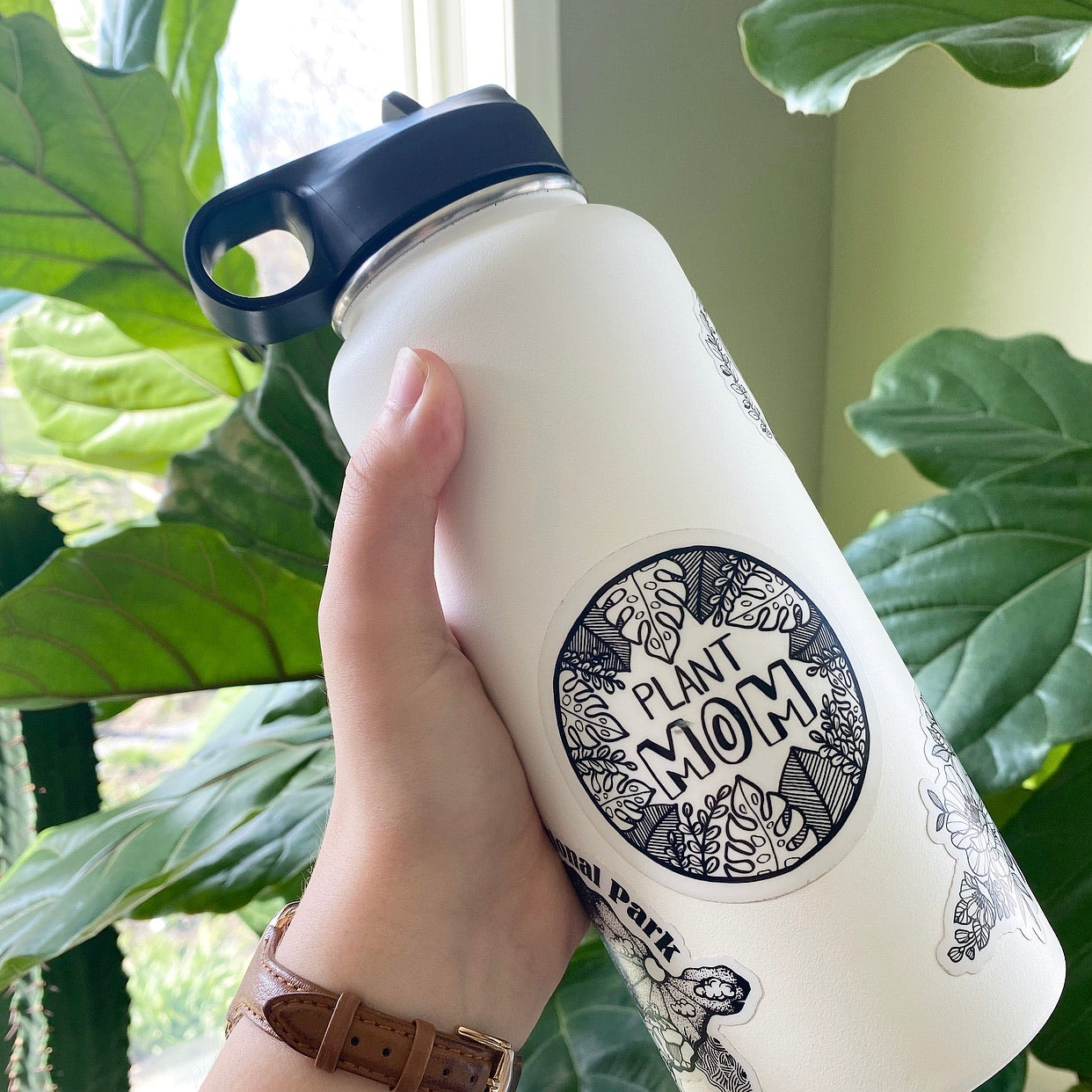 Plant Mom - circle vinyl sticker