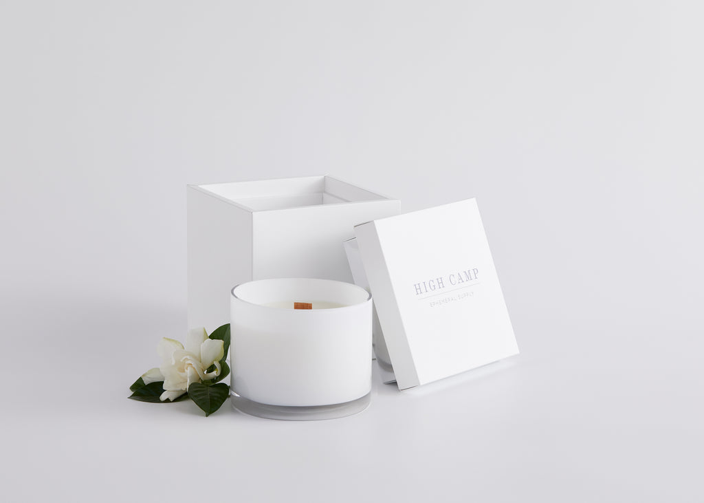 WHITE SIGNATURE WIDE WICK CANDLE