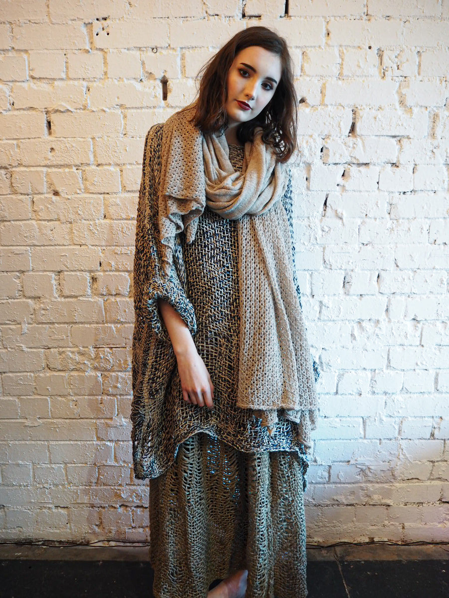 Amano hand-loom linen long line top