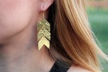 Load image into Gallery viewer, Triple pattern Chevron earring RAS017G